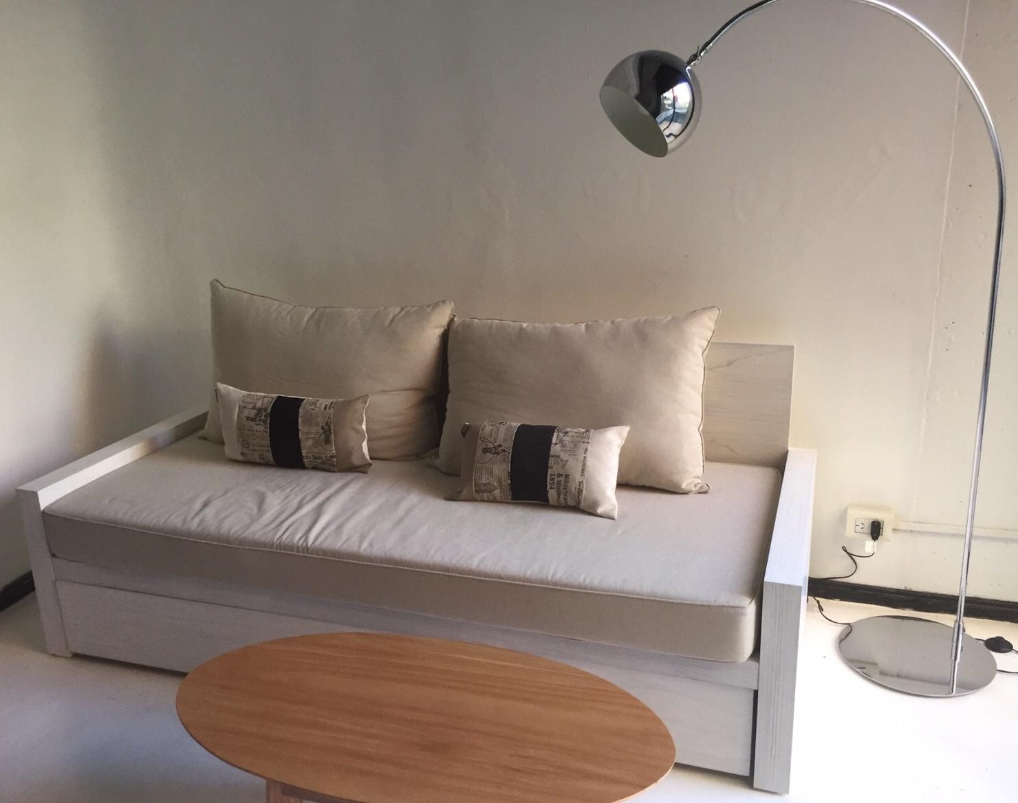 Sofa cama con estructura de madera for Estructura sofa cama